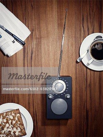Petit déjeuner et une radio, Suède.