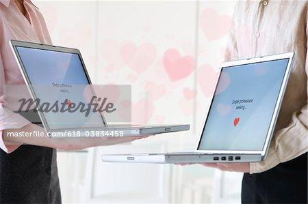 couple ordinateur datant à l'aide de leurs ordinateurs portables
