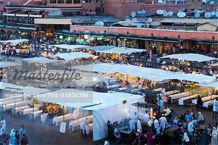 Foule à Djemaa el Fna, Marrakech, Maroc
