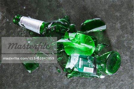 Eine zertrümmerte Bierflasche