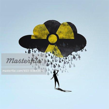 Un nuage avec un symbole radioactif sur une personne