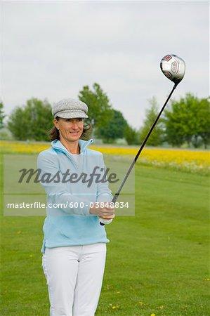 Femme golf, Berchtesgaden, Berchtesgaden, Oberbayern, Bavière, Allemagne