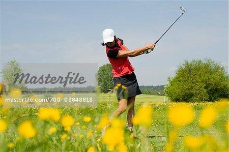 Frau spielen Golf