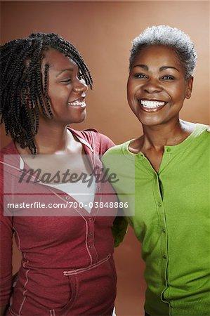 Porträt von Mutter und Tochter im Studio