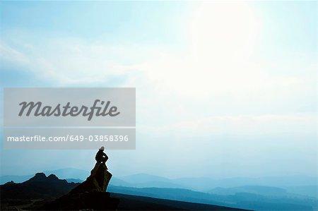 Man Blick auf die Berge bewundern