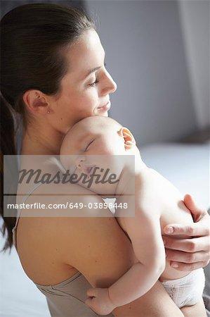 Frau Holding schlafenden baby