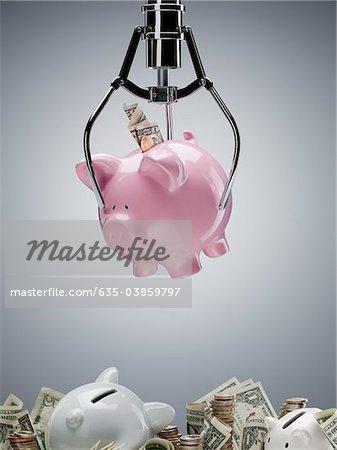 Mechanical claw lifting piggy bank