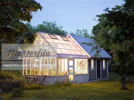 Ein Haus Mit Einem Gewachshaus Schweden Stockbilder Masterfile