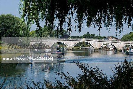 Die Brücke über die Themse bei Richmond, Surrey, England, Vereinigtes Königreich, Europa