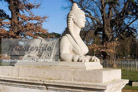 Sphinx dans le cadre des décorations maison près de Chiswick House, Chiswick jardins et parc, Chiswick, Londres, Royaume-Uni, Europe