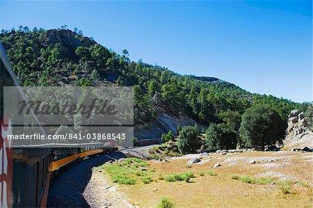 El Chepe voyage à travers la Barranca del Cobre (Canyon du cuivre), Chihuahua État, au Mexique, en Amérique du Nord