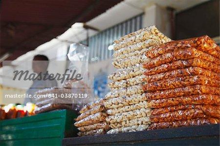 Cashew-Nüsse zu verkaufen in der Markthalle, Maputo, Mosambik, Afrika