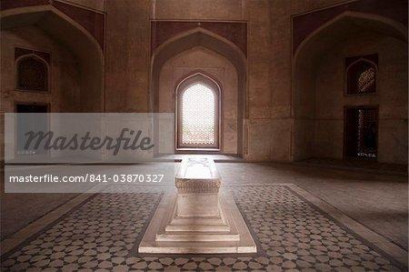 Main tomb chamber, Humayun's tomb, built in 1570, UNESCO World Heritage Site, New Delhi, India, Asia