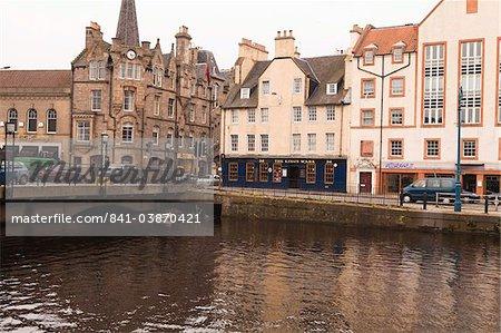 Anciens et nouveaux bâtiments waterside, Leith, Édimbourg, Écosse, Royaume-Uni, Europe