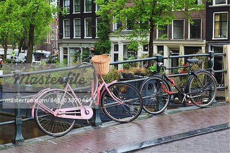 Pink bicycle, Brouwersgracht, Amsterdam, Netherlands, Europe