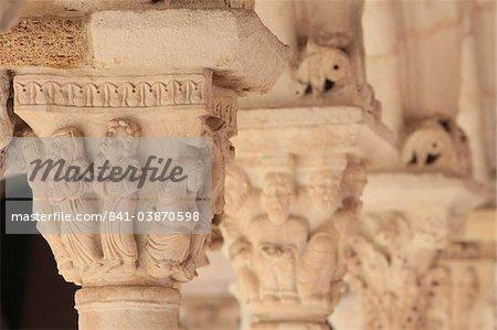 Capitales dans la cathédrale du cloître de Saint-Sauveur, Aix en Provence, Bouches du Rhône, France, Europe