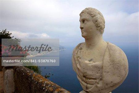 Vue depuis la terrasse de l'infini, dans les jardins de la Villa Cimbrone, Ravello, Amalfi Coast UNESCO World Heritage Site, Campanie, Italie, Europe