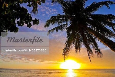Idyllique plage de sable et d'eau à Ile Sainte Marie, Madagascar, océan Indien, Afrique