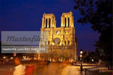 Cathédrale de notre Dame à la nuit, Paris, France, Europe