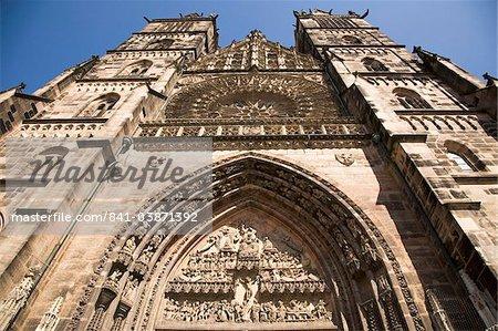 L'époque médiévale gothique Eglise St. Lorenz, une des églises plus importantes à Nuremberg, Bavière, Allemagne, Europe