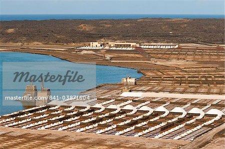 Le sel seulement les casseroles sur l'île encore à régler, à Salinas de Janubio, dans le sud, Salinas de Janubio, Teguise, Lanzarote, îles Canaries, Espagne, Atlantique, Europe