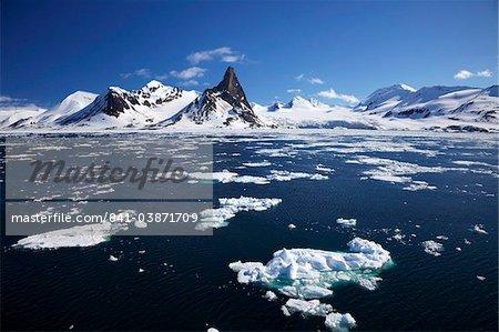 Hornesund Fjord-Landschaft im Sommer Sonnenschein, Spitzbergen, Svalbard, Norwegen Arktis, Skandinavien, Europa