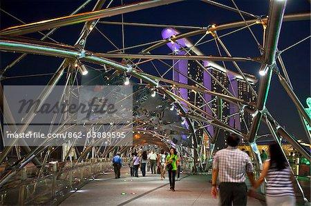 Singapour, Singapour, Marina Bay. Vue sur le pont de Helix à Marina Bay Sands Singapore.