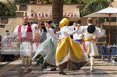 Traditionelle Tänzer in Las Palmas, Gran Canaria, Kanarische Inseln, Spanien