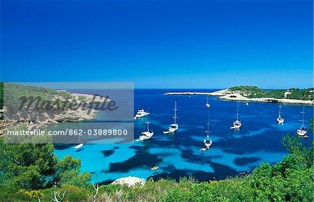 Bucht in der Nähe von Portinatx, Ibiza, Balearen, Spanien