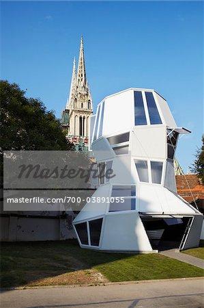 Architecture moderne et la cathédrale de Zagreb, Zagreb, Croatie