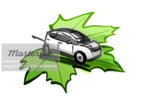 Voiture électrique avec un câble électrique sur la feuille verte