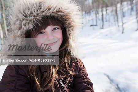 Mädchen tragen Wintermantel, portrait