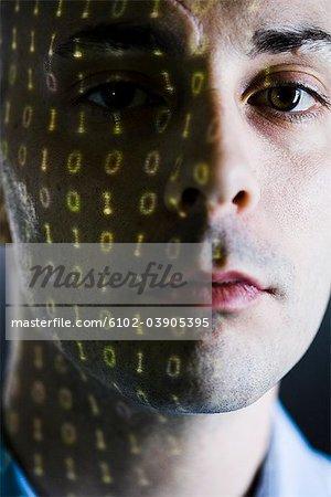 Nahaufnahme eines Mannes mit digitalen Zahlen zum Ausdruck auf seinem Gesicht.