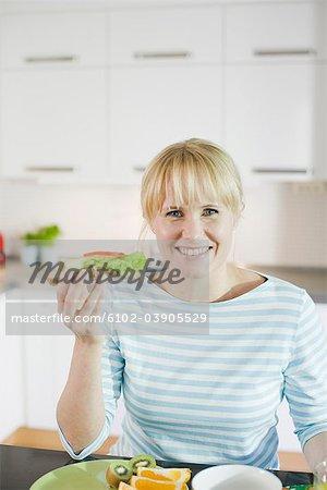 Frau frühstücken, Schweden.