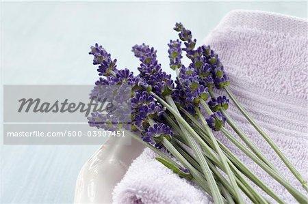 Gros plan de lavande et de serviette