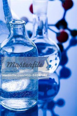 Un laboratoire est un lieu où la recherche scientifique et des expériences sont menées. Laboratoires conçus pour le traitement des échantillons, comme la recherche sur l'environnement ou des laboratoires médicaux seront spécialisées machines (analyseurs automatisés) conçu pour traiter de nombreux échantillons.