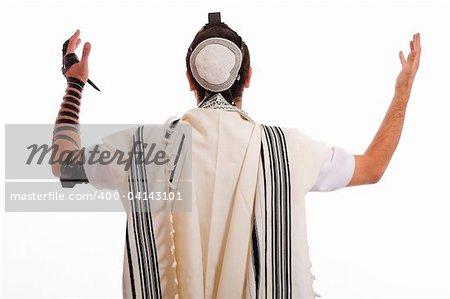 les hommes juifs mis phylactère sur fond isolé