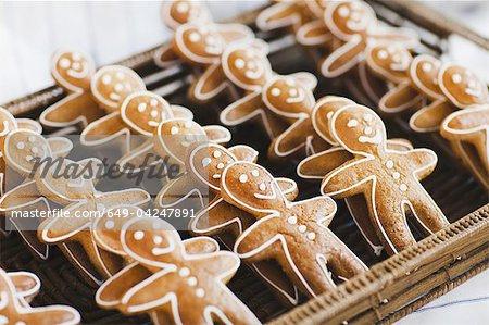 Gros plan des cookies de hommes de pain d'épice