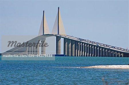 The Bob Graham Sunshine Skyway Bridge spans Tampa Bay,Florida,connecting St.Petersburg and Terra Ceia.