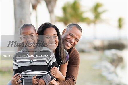 Porträt der Familie am Strand