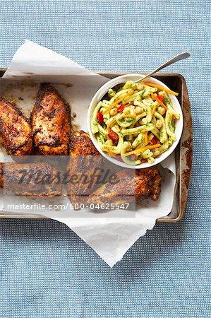 Gewürzt, rieb Barbeque Chicken und Nudelsalat