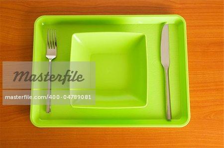 Ensemble d'ustensiles disposées sur la table