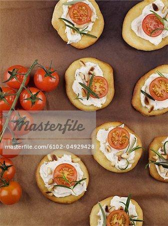 Plat de pizza à la tomate