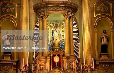Golden Altar, Basilica of our Lady of Guanajuato, Mexico, Basilica de Nuestra Senora de Guanajuato, statues, Mary and Jesus