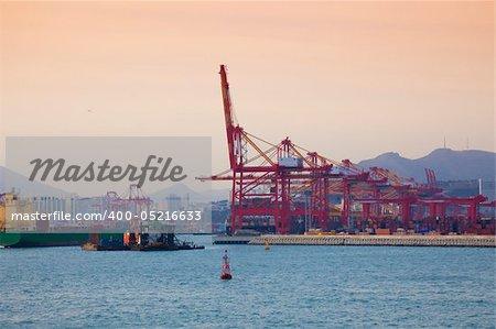 Harbor/ Cargo / Asia / in the Evening