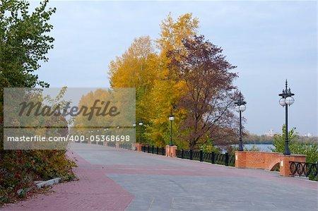 The bund in the autumn park