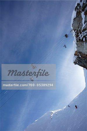 Faible vue d'angle de remontées mécaniques, mont Whistler, Whistler, Colombie-Britannique, Canada