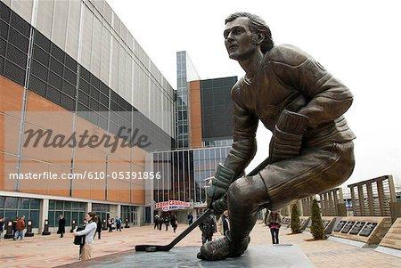 Kanada, Quebec, Montreal, Bell Centre, Statue von Guy Lafleur