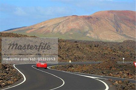 Espagne, Iles Canaries, Lanzarote, le Parc National de Timanfaya, route sinueuse