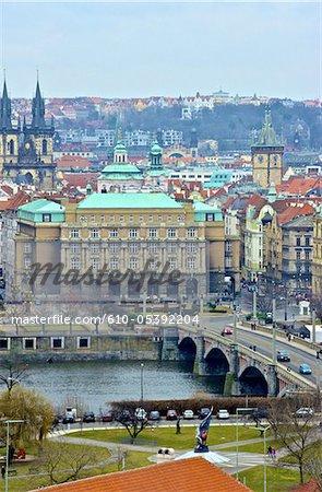 Pont de la République tchèque, Prague, l'Université et Manesuv